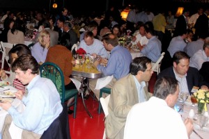 Seated dining: 200 persons. Seated and standing 350